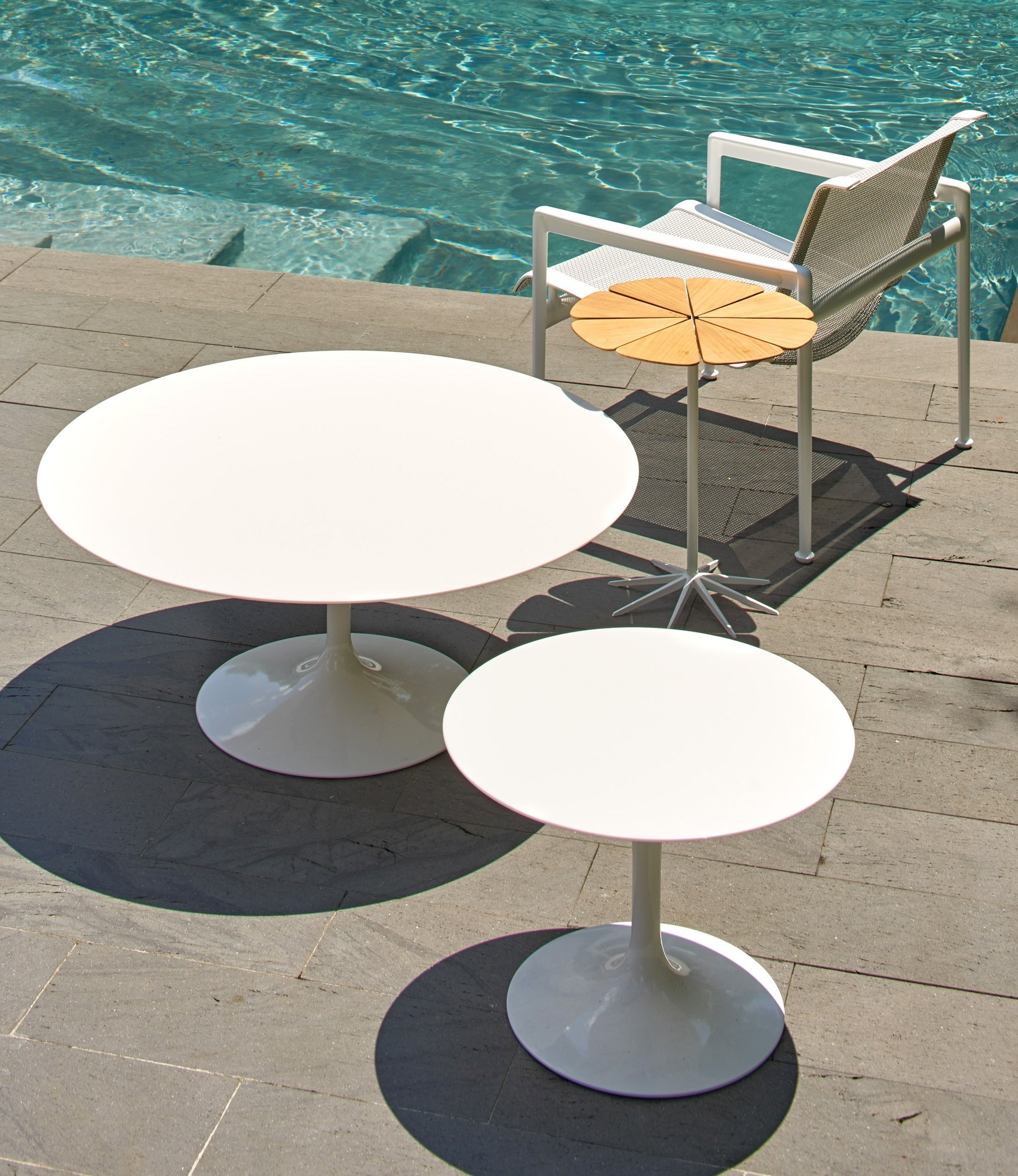 Knoll Saarinen Round Coffee Table Outdoor Modern Planet