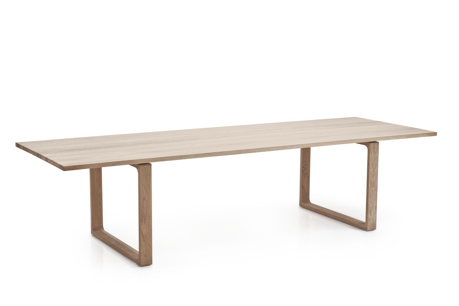 Fritz Hansen Essay™ Table