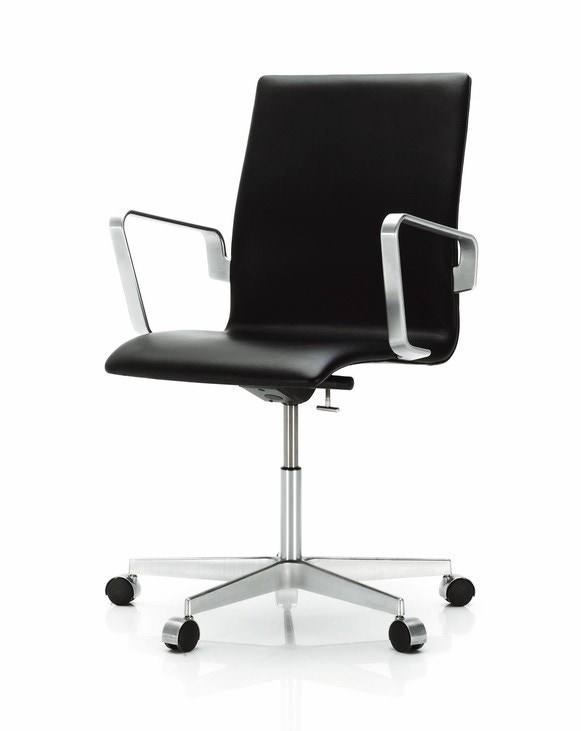 Fritz Hansen Oxford Classic Low Back Chair, Height Adjustable with Tilt, Castors